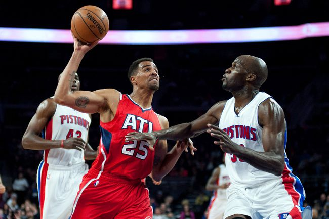 Atlanta Hawks forward Thabo Sefolosha (25) goes to the basket against Detroit Pistons centre Joel Anthony (50) during the fourth quarter at The Palace of Auburn Hills. (Tim Fuller/USA TODAY Sports)