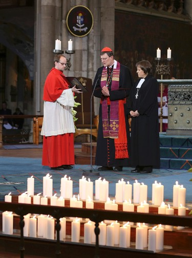 Cologne Cardinal Rainer Woelki (C) and pastor Annette Kurschus of the Evangelical Church of Westphalia (R), hold a memorial service for the 150 victims of Germanwings flight 4U 9525 in Cologne's Cathedral, April 17, 2015. Germany holds a state ceremony at Cologne cathedral to remember the dead killed in the March 24 Germanwings plane crash in the French Alps.       REUTERS/Oliver Berg/Pool