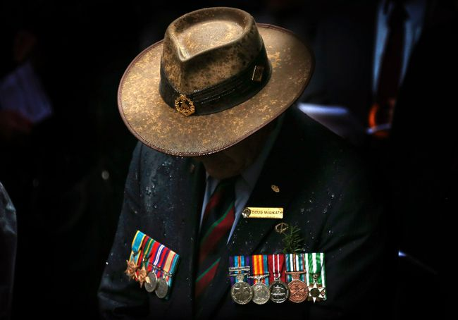 A veteran wearing service medals bows his head during a remembrance service on ANZAC Day in central Sydney, in this April 25, 2014 file photo. (REUTERS/David Gray/Files)