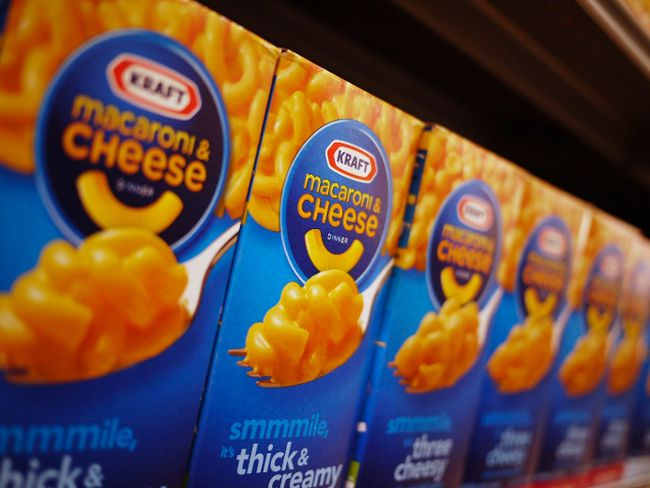 Kraft Foods Group Inc on Monday said it is revamping its family-friendly macaroni and cheese meal, removing synthetic colors and preservatives from the popular boxed dinner.  REUTERS/Jonathan Ernst/Files