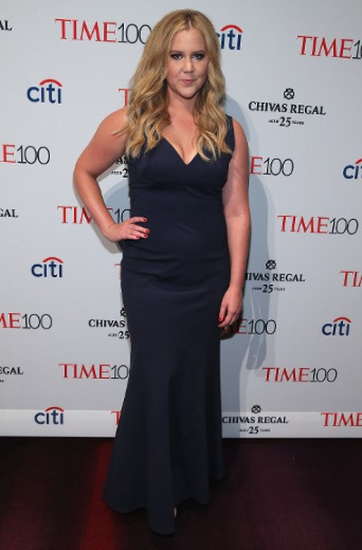 "Amy SchumerGrade: B+The comedian looked great in this navy gown, no joke about that. (Jemal Countess/AFP)  PDRTJS_settings_8119138 = { ""id"" : ""8119138"", ""unique_id"" : ""default"", ""title"" : """", ""permalink"" : """" }; (function(d,c,j){if(!document.getElementById(j)){var pd=d.createElement(c),s;pd.id=j;pd.src=('https:'==document.location.protocol)?'https://polldaddy.com/js/rating/rating.js':'http://i0.poll.fm/js/rating/rating.js';s=document.getElementsByTagName(c)[0];s.parentNode.insertBefore(pd,s);}}(document,'script','pd-rating-js'));"