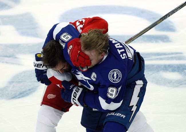 Tampa Bay Lightning centre Steven Stamkos and Detroit Red Wings defenceman Kyle Quincey fight during the first period in Game 2 of the first round of the 2015 NHL playoffs at Amalie Arena on April 18, 2015. (Kim Klement/USA TODAY Sports)
