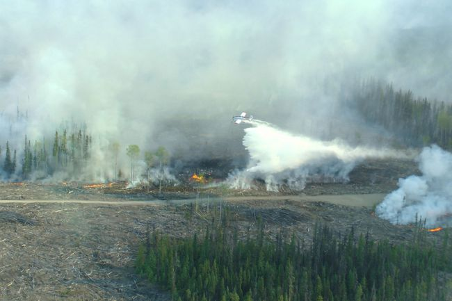 A plane douses the fire at Little Bobtail Lake with water. British Columbia/Wildfire Management Branch