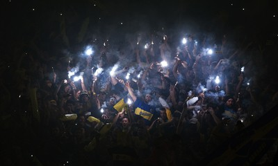 Supporters of Boca Juniors cheer  their team before the Copa Libertadores 2015 quarterfinals second leg football match against River Plate at La Bombonera stadium in Buenos Aires, Argentina, on May 14, 2015. The match was suspended when Boca Juniors' fans pepper sprayed River Plate players before the start of the second half.    AFP PHOTO / ALEJANDRO PAGNI