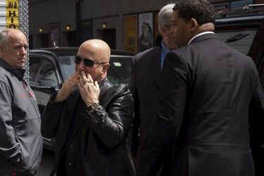 "Musician Paul Shaffer arrives at Ed Sullivan Theater in Manhattan as David Letterman prepares for the taping of tonight's final edition of ""The Late Show"" in New York May 20, 2015.  REUTERS/Lucas Jackson"
