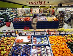 France wants grocers to cut down on food waste by selling unsold produce on discount, giving it to charity or using it as compost or animal feed. (Reuters file photo)