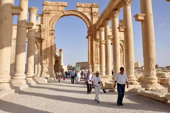 Tourists walk in the historical city of Palmyra, September 30, 2010. Islamic State fighters in Syria have entered the ancient ruins of Palmyra after taking complete control of the central city, but there are no reports so far of any destruction of antiquities, a group monitoring the war said on May 21, 2015. REUTERS/Nour Fourat