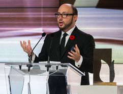 Author Sean Michaels accepts the the Scotiabank Giller Prize for his book Us Conductors at the awards gala in Toronto, November 10, 2014. REUTERS/Mark Blinch