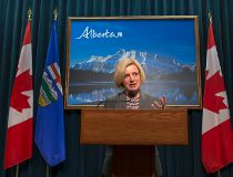 Rachel Notley first cabinet meeting May 27 2015