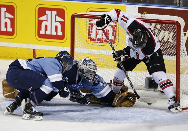 Quebec Remparts' Marc-Olivier Roy scores a goal against the Rimouski Oceanic during the third period of their Memorial Cup hockey game at the Colisee Pepsi on May 28, 2015. (REUTERS/Mathieu Belanger)