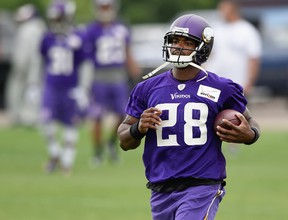 Adrian Peterson of the Minnesota Vikings runs a drill during practice on June 4, 2015 at Winter Park in Eden Prairie, Minnesota.  (Hannah Foslien/Getty Images/AFP)