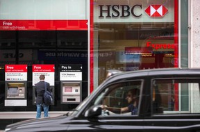 A taxi drives past a branch of the HSBC bank in central London, Britain June 09, 2015.  HSBC pledged a new era of higher dividends on Tuesday, laying out plans to slash nearly one in five jobs and shrink its investment bank by a third to combat sluggish growth across its sprawling empire. (REUTERS/Neil Hall)