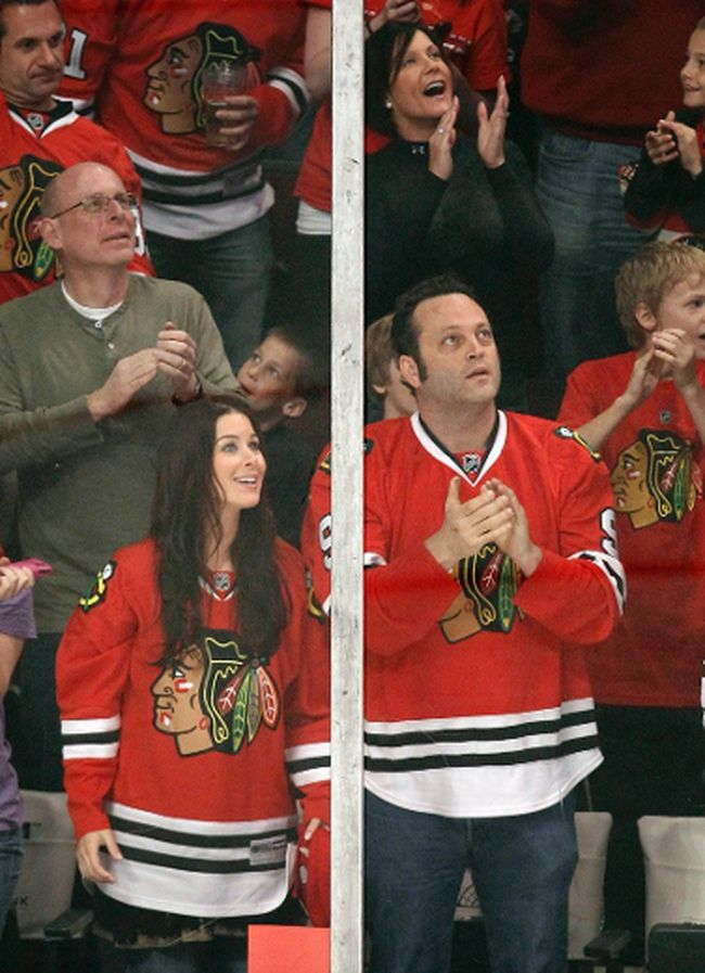 Actor Vince Vaughn (right) and his wife Kyla Weber attend a Blackhawks playoff game in 2010. Vaughn picked up the dinner tab of Lightning coach Jon Cooper and the team staff on Tuesday. (Jeff Haynes/Reuters/Files)