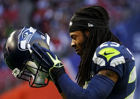 Richard Sherman #25 of the Seattle Seahawks warms up prior to playing in Super Bowl XLIX at University of Phoenix Stadium on February 1, 2015 in Glendale, Arizona. (Christian Petersen/Getty Images/AFP) == FOR NEWSPAPERS, INTERNET, TELCOS & TELEVISION USE ONLY ==