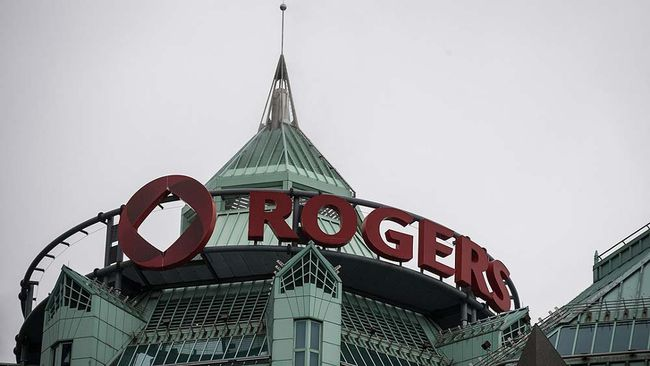 A Rogers sign is seen at its headquarters in Toronto on April 22, 2014.    REUTERS/Mark Blinch