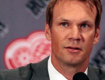 Detroit Red Wings defenceman Nicklas Lidstrom announces his retirement from NHL hockey during a news conference at Joe Louis Arena in Detroit, Michigan May 31, 2012.  REUTERS/Rebecca Cook