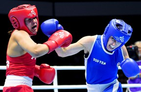 Mandy Bujold (right) fights Marlen Esparza at the Pan Am Games. (The Canadian Press)