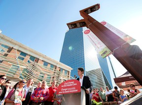 Liberal Leader Justin Trudeau speaks to a large crowd during a campaign visit to the Regina Farmers' Market in Regina on Aug. 12, 2015. )THE CANADIAN PRESS/Michael Bell)