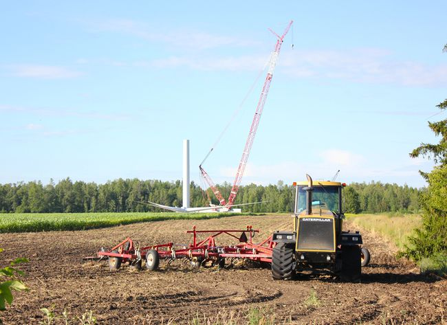 A crane is seen at an Armow Wind turbine construction site northeast of Kincardine. (TROY PATTERSON/KINCARDINE NEWS)