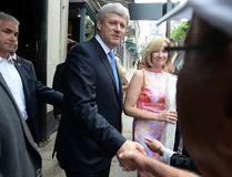 Conservative leader Stephen Harper shakes hands with members of the public as he makes an impromptu campaign stop in Quebec City, Que., on Aug. 25, 2015. (THE CANADIAN PRESS/Sean Kilpatrick)