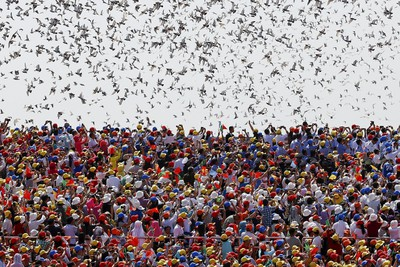 Birds are released at the end of the military parade marking the 70th anniversary of the end of World War Two, in Beijing, China, September 3, 2015. REUTERS/Damir Sagolj