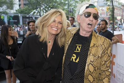 "Rolling Stones guitarist Keith Richards arrives with his wife Patti Hansen on the red carpet for the film ""Keith Richards: Under the Influence"" during the 40th Toronto International Film Festival in Toronto, Canada, September 17, 2015. TIFF runs from September 10 to 20.   REUTERS/Mark Blinch"