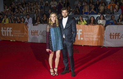 "Diane Kruger arrives with her boyfriend Joshua Jackson on the red carpet for the film ""Disorder"" during the 40th Toronto International Film Festival in Toronto, Canada, September 17, 2015. TIFF runs from September 10-20.   REUTERS/Mark Blinch"