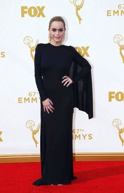 "Star: Taryn ManningGrade: C-Long gown, long sleeves - too much! (REUTERS/Mario Anzuoni)  PDRTJS_settings_8239565 = { ""id"" : ""8239565"", ""unique_id"" : ""default"", ""title"" : """", ""permalink"" : """" }; (function(d,c,j){if(!document.getElementById(j)){var pd=d.createElement(c),s;pd.id=j;pd.src=('https:'==document.location.protocol)?'https://polldaddy.com/js/rating/rating.js':'http://i0.poll.fm/js/rating/rating.js';s=document.getElementsByTagName(c)[0];s.parentNode.insertBefore(pd,s);}}(document,'script','pd-rating-js'));"