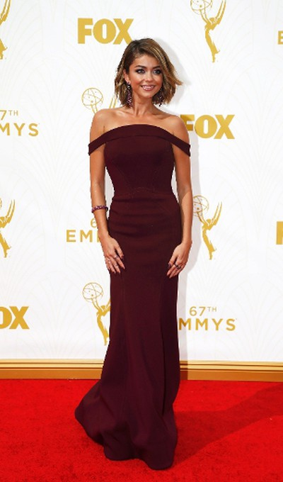 "Star: Sarah HylandGrade: ASarah Hyland's one of the night's best dressed in a slinky deep maroon off-shoulder gown with an open back. (REUTERS/Mario Anzuoni)  PDRTJS_settings_8239485 = { ""id"" : ""8239485"", ""unique_id"" : ""default"", ""title"" : """", ""permalink"" : """" }; (function(d,c,j){if(!document.getElementById(j)){var pd=d.createElement(c),s;pd.id=j;pd.src=('https:'==document.location.protocol)?'https://polldaddy.com/js/rating/rating.js':'http://i0.poll.fm/js/rating/rating.js';s=document.getElementsByTagName(c)[0];s.parentNode.insertBefore(pd,s);}}(document,'script','pd-rating-js'));"