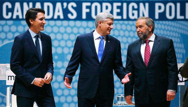 Liberal leader Justin Trudeau, Conservative leader and Prime Minister Stephen Harper and New Democratic Party (NDP) leader Thomas Mulcair (L-R) talk before the Munk leaders' debate on Canada's foreign policy in Toronto, Canada September 28, 2015. Canadians go to the polls in a federal election on October 19, 2015. REUTERS/Mark Blinch