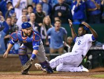Lorenzo Cain scores on Russell Martin