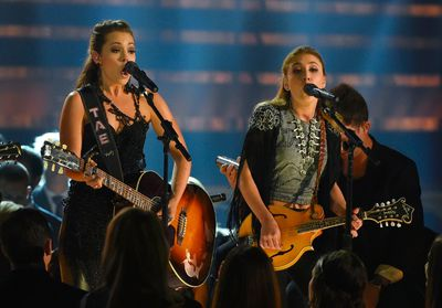 """Maddie and Tae (L) perform """"Girl In A Country Song"""" at the 49th Annual Country Music Association Awards in Nashville, Tennessee November 4, 2015.  REUTERS/Harrison McClary"""