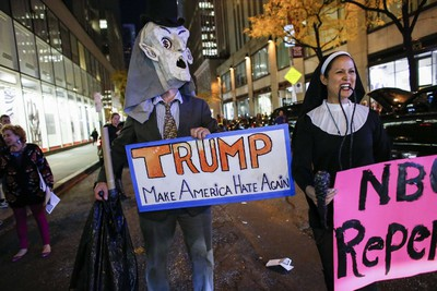 People protest in  front of NBC studios while they are calling for the network to rescind the invitation to Donald Trump to host Saturday Night Live show on November 4, 2015 in New York. Trump is expected to host SNL on November 7th. (AFP/KENA BETANCUR)