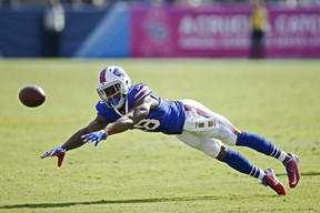 Percy Harvin of the Buffalo Bills dives for the ball against the Tennessee Titans at Nissan Stadium on October 11, 2015 in Nashville. (Joe Robbins/Getty Images/AFP)