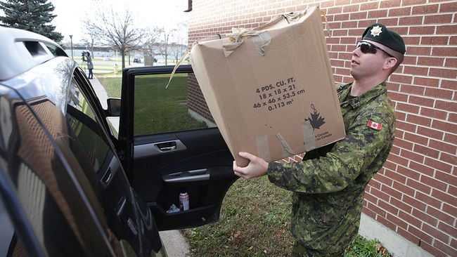 Sgt. Matt MacIsaac clears out his belongings from one of the residences on CFB Kingston on Monday, Nov. 23, 2015. (Elliot Ferguson/Postmedia Network)