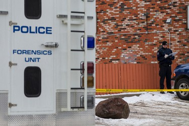 Edmonton Police Service officers investigate a death after a fight outside of Duster's Bar & Grill at 64 Street and 118 Avenue in Edmonton, Alta., on Thursday December 3, 2015. Ian Kucerak/Edmonton Sun/Postmedia Network