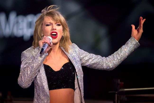 """Swift garnered seven Grammy nominations December 7, 2015, including record, song of the year and best pop solo performance for """"Blank Space."""" REUTERS/Carlo Allegri/Files"""