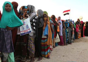 Yemeni refugees queue for relief food rations at a makeshift camp in Somalia's capital Mogadishu, December 16, 2015. REUTERS/Feisal Omar