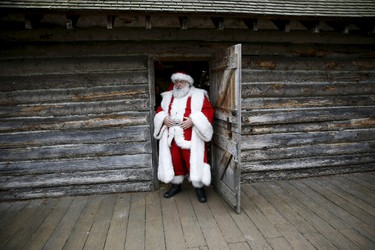 Actor John Field, dressed as Santa Claus, takes a lunch break at the Wetland Centre in London, Britain, Dec. 5, 2015. REUTERS/Stefan Wermuth