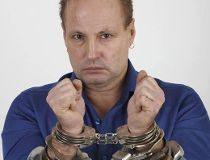 Escape artist Dean Gunnarson, who is celebrating 40 years of being cancer free, will be locked up Monday as part of the Canadian Cancer Society's Jail-N-Bail fundraiser.