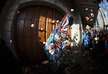Revellers throw turnips at the Jarramplas as he makes his way through the streets while beating his drum during the Jarramplas traditional festival in Piornal, southwestern Spain, January 20, 2015. Even though the exact origins of the festival are not known, various theories exist including the mythological punishment of Caco by Hercules, a relation to ceremonies celebrated by the American Indians that were seen by the first conquerors, to a cattle thief ridiculed and expelled by his village neighbours. REUTERS/Sergio Perez (SPAIN - Tags: SOCIETY)