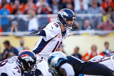 Denver Broncos' quarterback Peyton Manning shouts out signals during the first quarter of the NFL's Super Bowl 50 football game against the Carolina Panthers in Santa Clara, California February 7, 2016.   REUTERS/Mike Blake