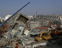 Rescue personnel work at the site where a 17-storey apartment building collapsed, after an earthquake in Tainan, southern Taiwan February 7, 2016. REUTERS/Tyrone Siu