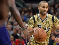 San Antonio Spurs guard Tony Parker, center, of France, evades Charlotte Hornets guard Kemba Walker during the second half of an NBA basketball game, Saturday, Nov. 7, 2015, in San Antonio. San Antonio won 114-94. (AP Photo/Darren Abate)