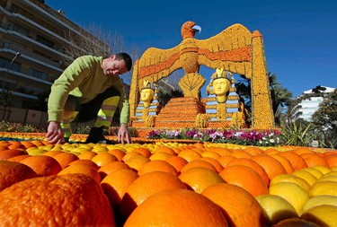 """A worker puts the final touch to a replica of a giant eagle and pharaons made with lemons and oranges which shows a scene of the movie """"Cleopatra"""" during the Lemon festival in Menton, southern France, February 10, 2016. Some 140 metric tons of lemons and oranges are used to make displays during the 83rd festival, which is themed """"Cinecitta"""", and runs from February 13 through March 2.   REUTERS/Eric Gaillard"""
