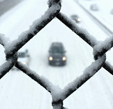 Traffic on the eastbound Queensway in Ottawa during a major snowstorm. Monday February 16, 2016. Errol McGihon/Ottawa Sun/Postmedia Network