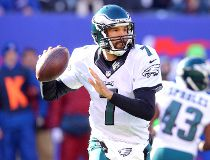 Philadelphia Eagles quarterback Sam Bradford (7) throws the ball against the New York Giants during the first quarter at MetLife Stadium. Brad Penner-USA TODAY Sports