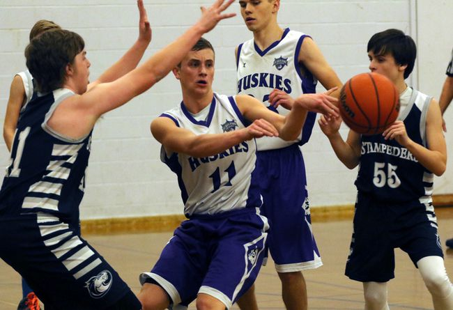 Huron Park Huskies guard Brandon Cowan, centre, passes to an open teammate while two Parkside Collegiate Institute Stampeders collapse on him in the TVRA Southeast Division junior boys' basketball finals in Woodstock, Ont. on Monday February 22, 2016. Huron Park won 39-33 and will play in 'AA' WOSSAA boys' basketball in London at South Collegiate Institute with their first game at 10:30 a.m. Greg Colgan/Woodstock Sentinel-Review/Postmedia Network