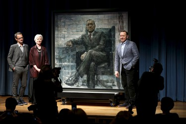 Actor Kevin Spacey (R) stands beside a portrait of his House of Cards character President Frank J. Underwood on the  day of its unveiling at the Smithsonian's National Portrait Gallery in Washington February 22, 2016.  At left are British artist Jonathan Yeo and National Portrait Gallery chief curator Brandon Fortune.  REUTERS/Kevin Lamarque        EDITORIAL USE ONLY. NO RESALES. NO ARCHIVE