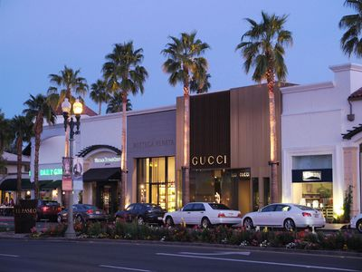 El Paseo is one of the top shopping areas in the Palm Springs area. PHOTO COURTESY VISITGREATERPALMSPRINGS.COM